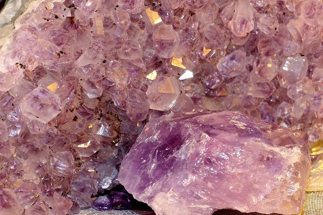 amethyst-239131_640